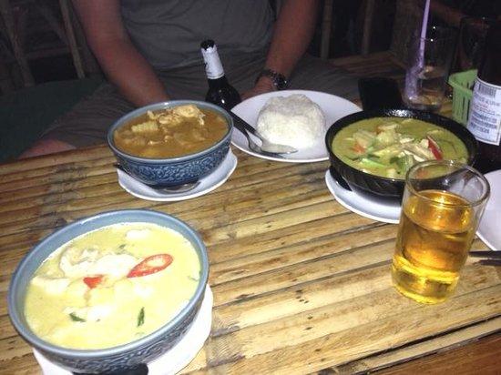 Krua Kritsana: Yellow curry, massaman curry and green curry