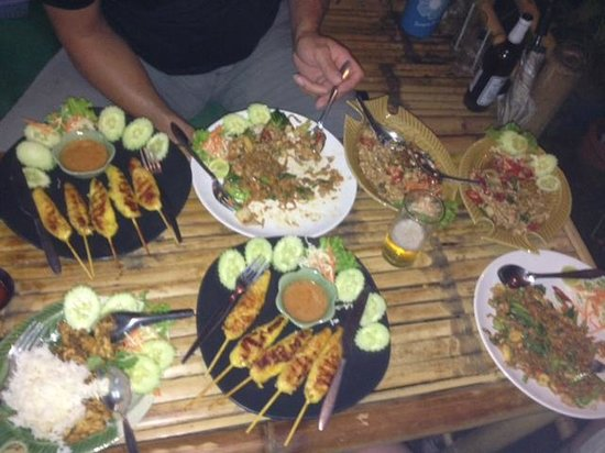 Krua Kritsana: A large feast!! (cost £15 including drinks!)