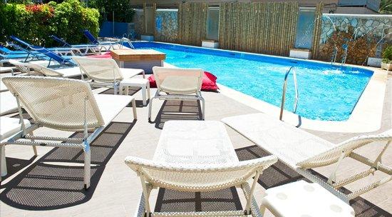 Playas del Rey Hotel: Piscina