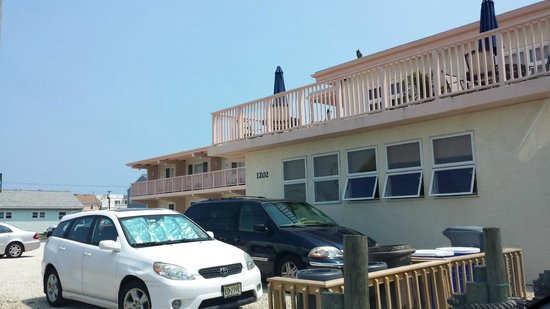 The Islander Motel: Balcony/deck in front