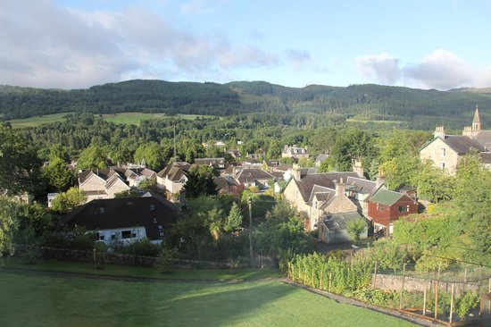 Tir Aluinn Guest House: View over Pitlochry from the dining room on a sunny morning
