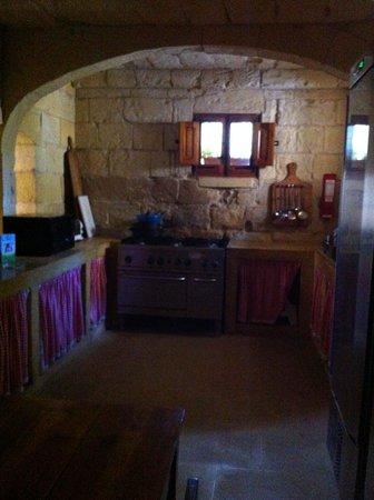 Maria's B&B: Medieval castle kitchen