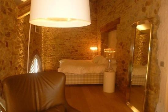 NE5T Hotel & Spa: Suite blanche - la chambre, le lit est juste... indescriptiblement confortable!