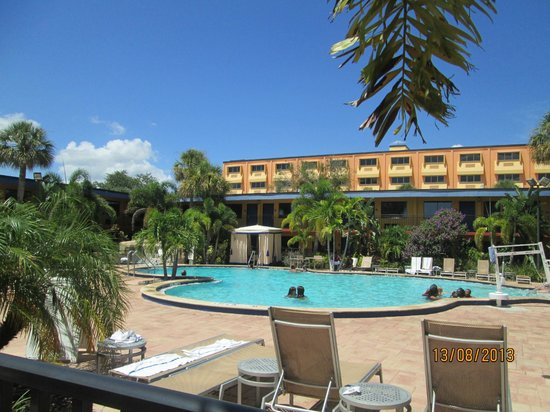 poolside picture of coco key hotel and water park resort. Black Bedroom Furniture Sets. Home Design Ideas