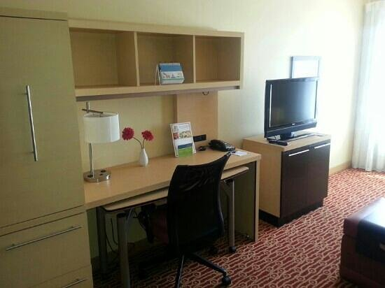 TownePlace Suites Dallas Lewisville: work station