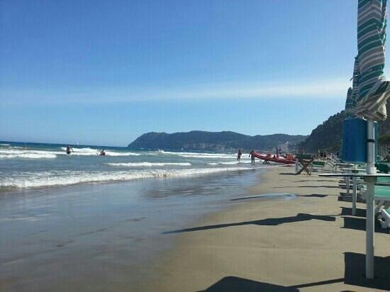 Spiaggia picture of bagni lido alassio tripadvisor - Bagni lido andora ...