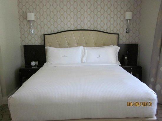 Rosewood Hotel Georgia : Superskön säng