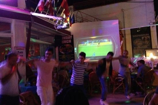 Babylon's restaurant: dance the night away