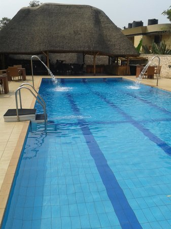 Galaxy Hotel: Swimming pool towards restaurant