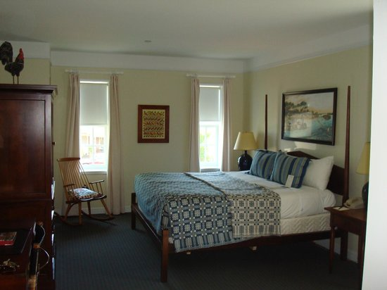 Williamsburg Lodge-Colonial Williamsburg: Our king standard.