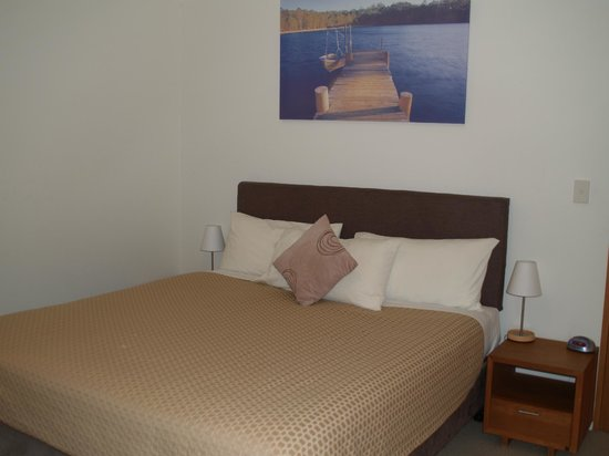 Stewarts Bay Lodge: Great king sized bed
