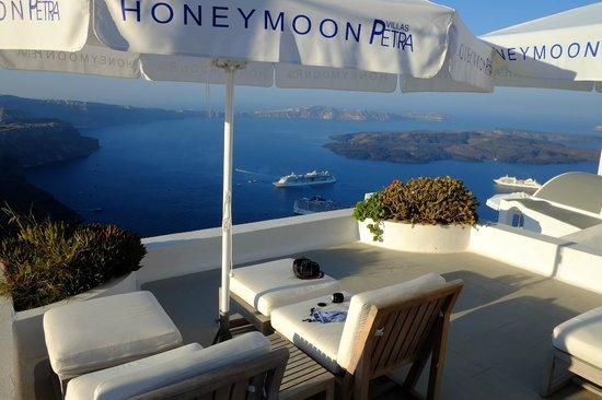 Honeymoon Petra Villas: Area near reception (traditional wing)