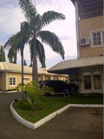 Apo Apartments: Main access