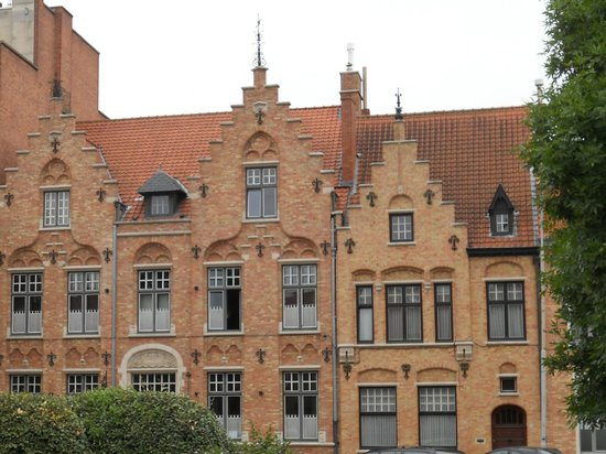 Charming Brugge: Front of B&B from street