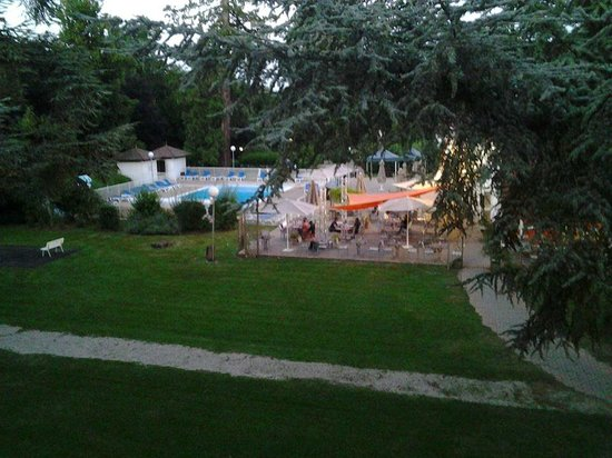 Piscine picture of mercure paris sud parc du coudray le for Belle piscine paris