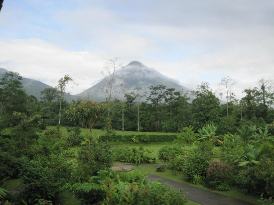 Casa Luna Hotel & Spa: Arenal Volcano from our hotel balcony at Casa Luna