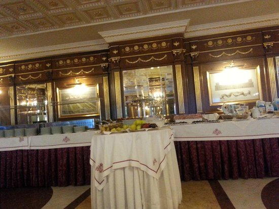 Grand Hotel Vanvitelli: Sala colazione
