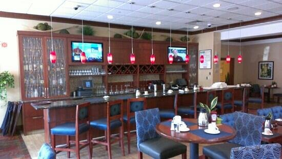 Hilton Garden Inn Chicago O'Hare Airport: restaurant bar