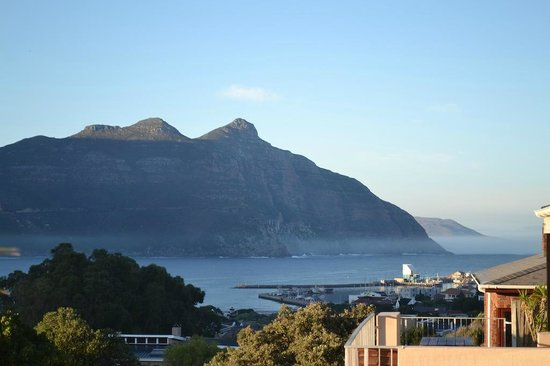Hout Bay View: Winter morning view over Hout Bay bay