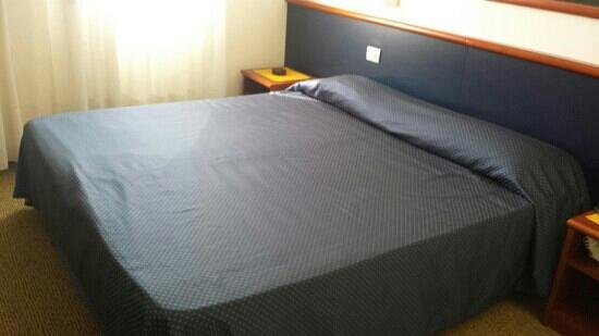 Crystal Hotel: bed