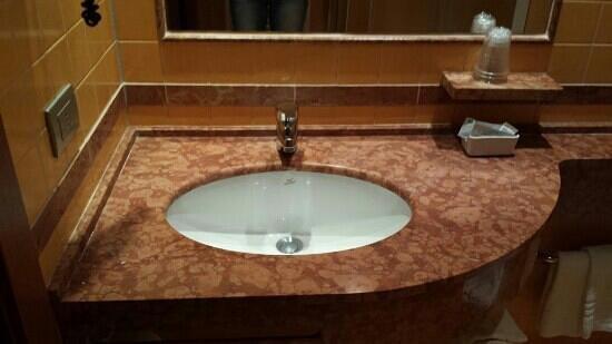 Crystal Hotel: bathroom2