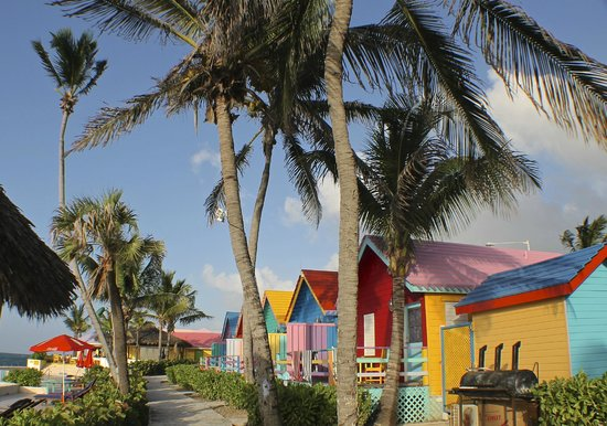 Compass Point Beach Resort: huts