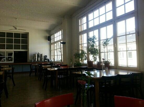 Hotel Transit: La sala colazioni/reception open space
