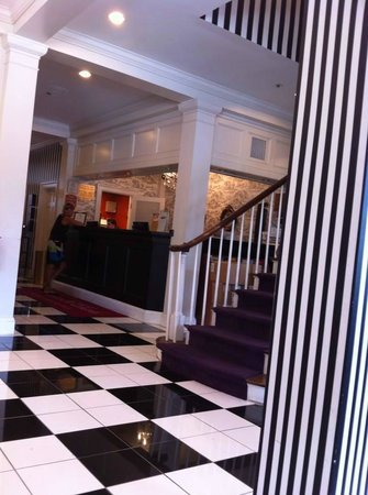 Maison St. Charles Hotel and Suites: reception