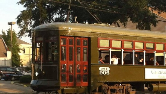 Maison St. Charles Hotel and Suites: St Charles Street Car, stops outside