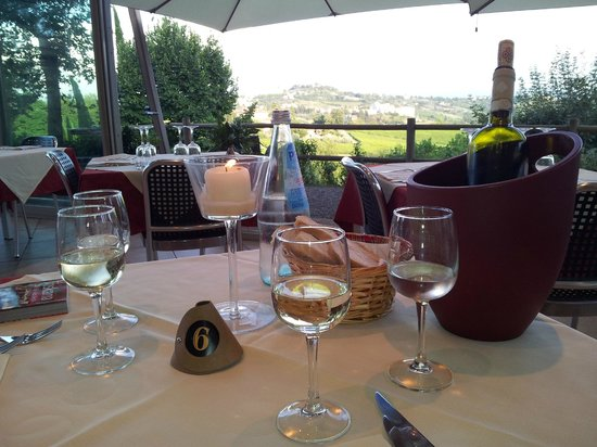 Villa Ducci : Great view from the terrasse to San Gimignano