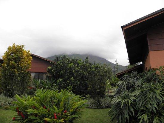 Hotel El Silencio del Campo: El Volcan frente de la Cabaña