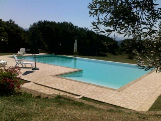 Borgo Nociquerceto : piscina
