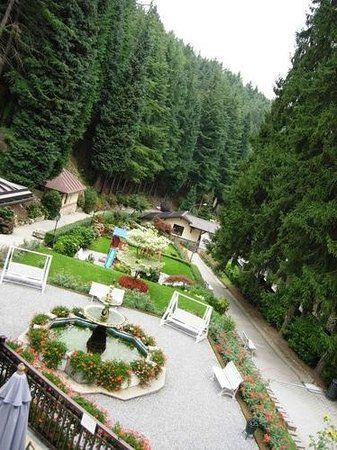Istituto Idrotermale di Lurisia - Terme e Centro Benessere: the garden of the SPA as it happears from the terrace at the first floor. photo taken in August