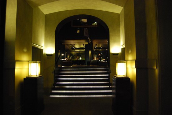 Alma Barcelona: view of main lobby from front entrance at night
