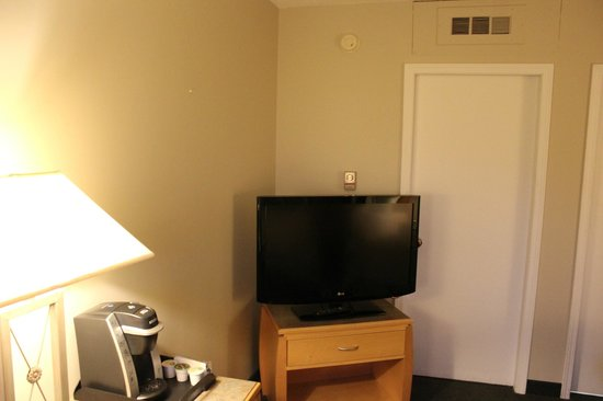 Days Inn Golden: TV