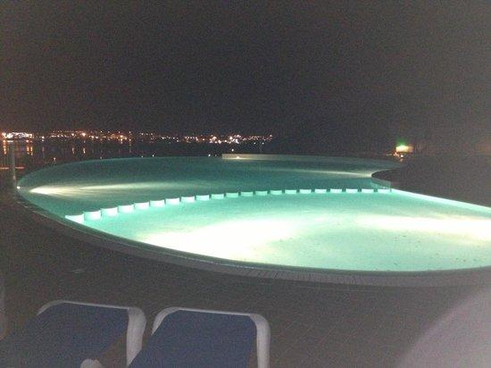 Alessandro Hotel: Piscina di notte