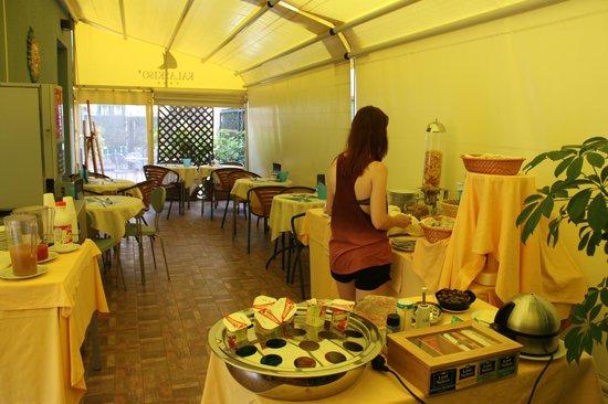 ApartHotel Kalaskisò : на завтраке