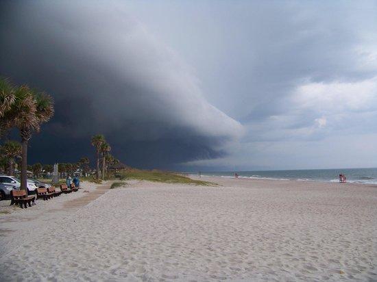 Sandy Bottoms Beach Bar & Grill: Storm was brewing.