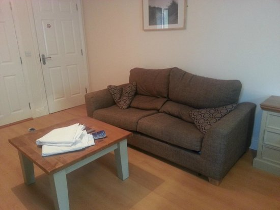 Beach Haven House : Uncomfortable couch