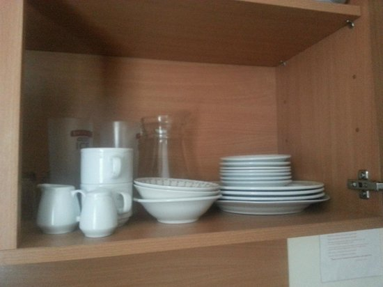 Beach Haven House: Clean crockery