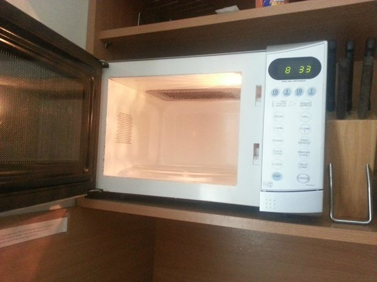 Beach Haven House: Very Clean Microwave