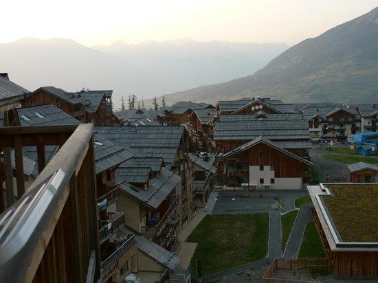 Les Terrasses du Soleil d'Or: la vue depuis notre balcon (coté pistes)