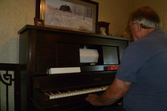 Barn Anew Bed and Breakfast: The Player Piano