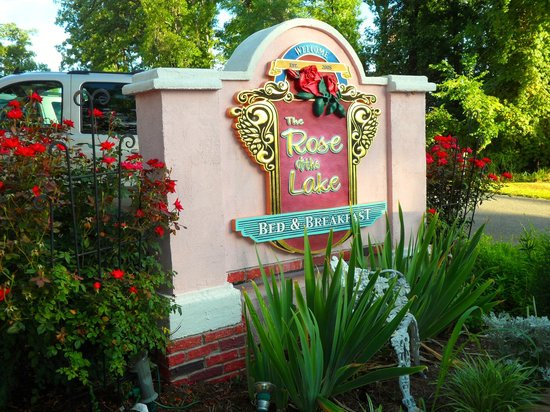 The Rose of the Lake : entrance to B & B