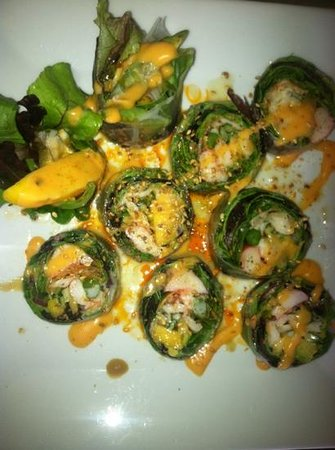 Kiyens: Excellent sushi!! Gluten free with homemade chili oil is spectacular mouth-watering sensation! T