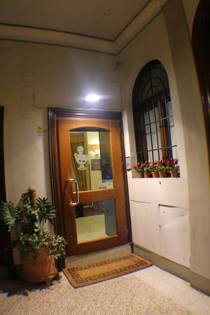 Hotel Gea di Vulcano: hotel enterance