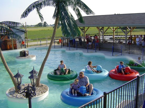 Island Adventures Family Fun Center : Water squirting bumper boats!