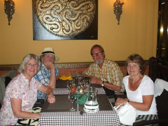 Casa Madeirense Restaurante : Eating in the pizzeria with friends