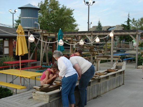 Island Adventures Family Fun Center : Sift for real gemstones & fossils!