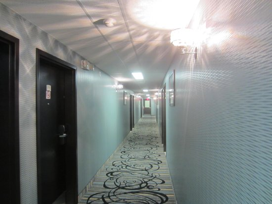 Quality Inn: Hallway to our Room